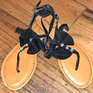 Bamboo Black Bow Sandals Size: 8.5